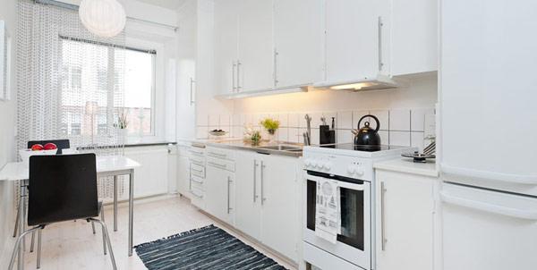 Малък и свеж апартамент - малка кухня