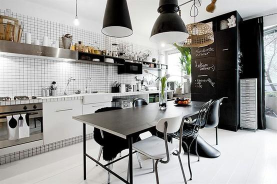 Модерна кухня в бяло, черно и сребристо