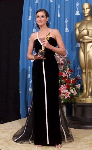 Роклята на Джулия Робърт от Оскарите 2001 г.