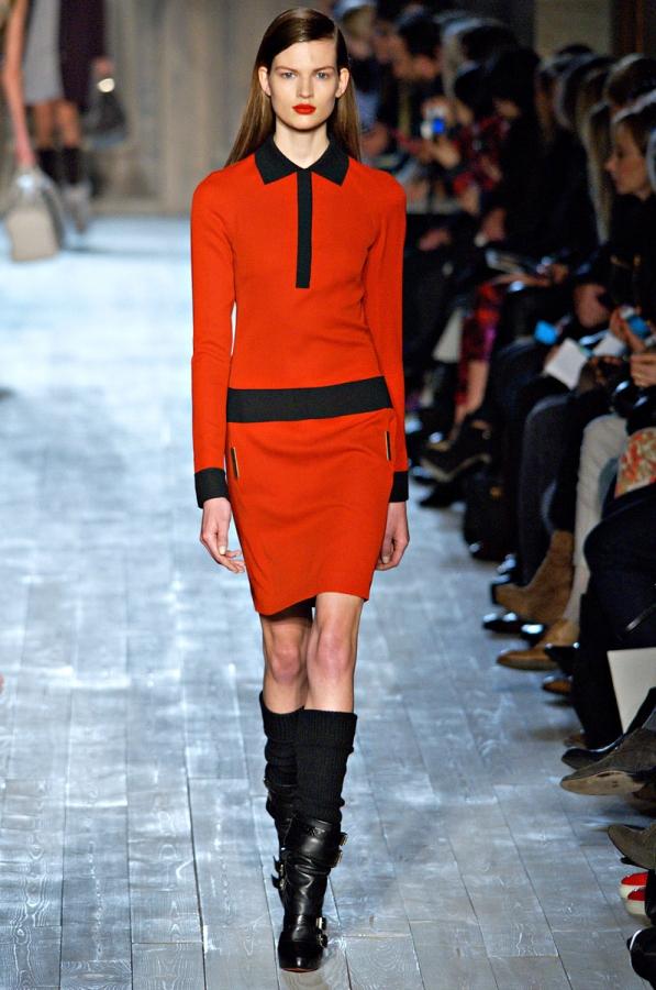 Рокля с дълъг ръкав в пастелно оранжево Victoria Beckham есен-зима 2012