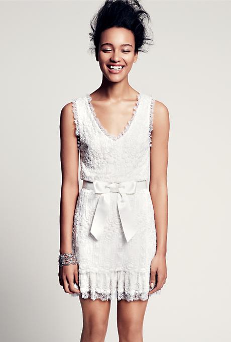 Къса булчинска рокля с дантела и бродерии Marchesa Есен 2012