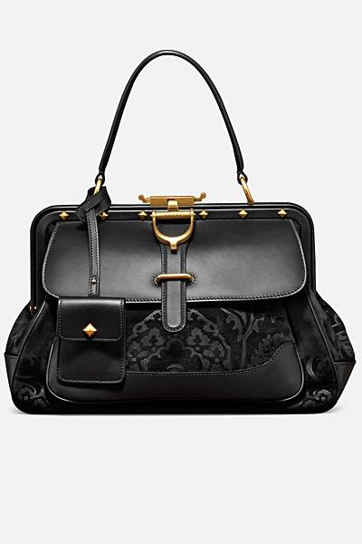 черна кожена чанта на Gucci