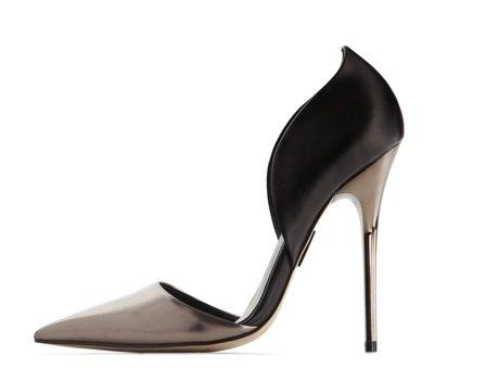 остри обувки на Мадона