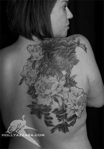 Татуировка божури на гърба