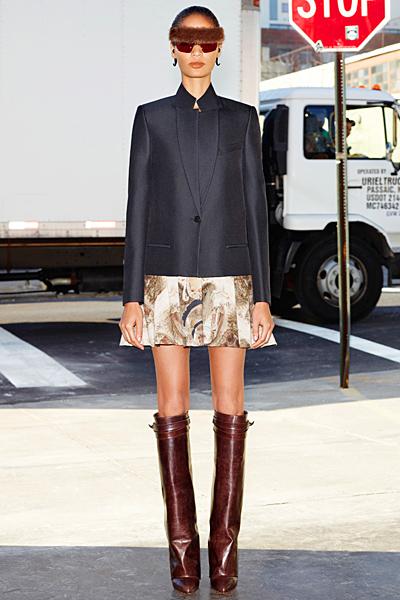 Разкроена шарена къса пола и тъмнос ин широк блейзър Givenchy 2012