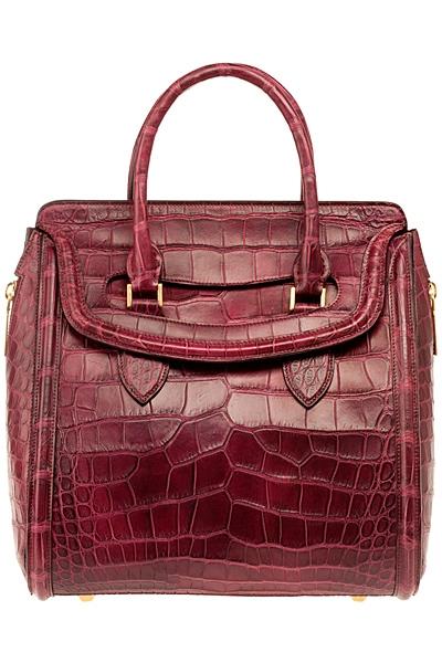 червена чанта на Alexander McQueen