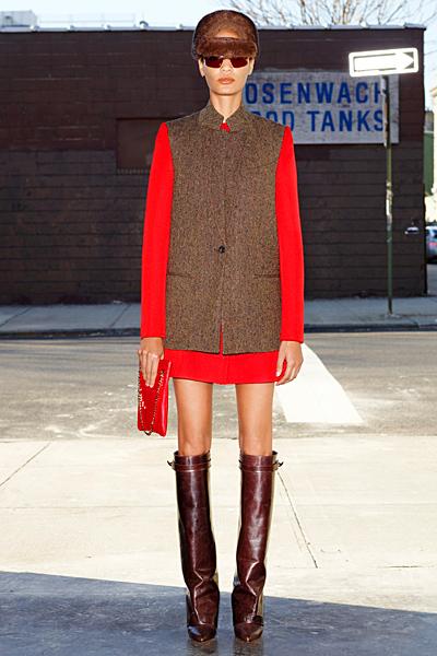 Права къса пола и право средно дълго палто Givenchy 2012