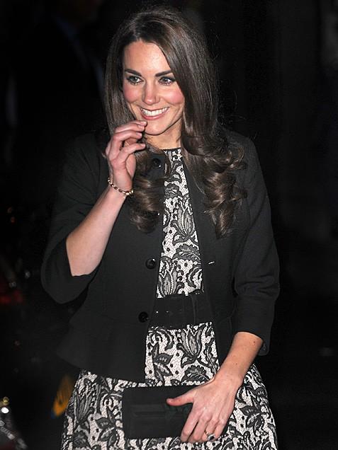 Кейт Мидълтън в рокля дантела и късо сако
