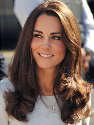 Кейт Мидълтън стилна прическа за средно дълга коса