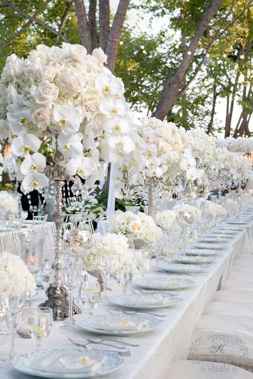 Украса за сватба с бели цветя