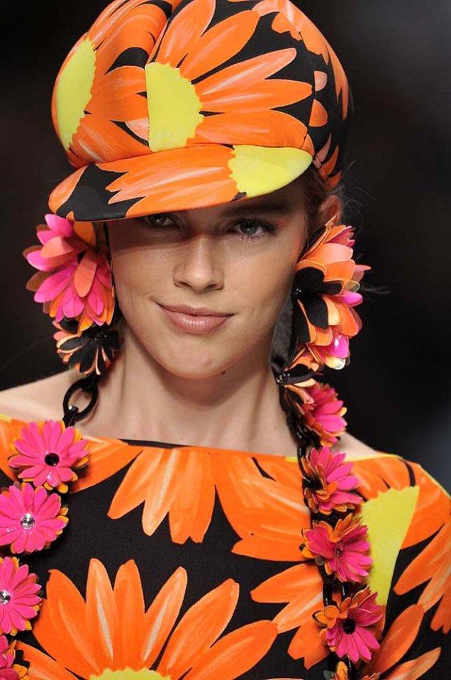 Каскет летен в черно с оранжеви големи цветя Blumarine