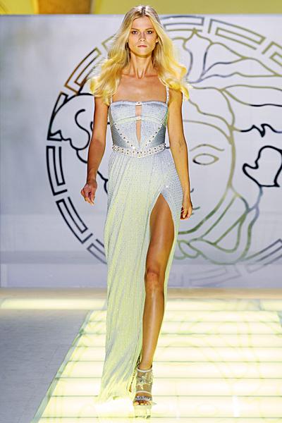 Бледо сива дълга рокля с корсет с нежни презрамки Versace Пролет и лято 2012