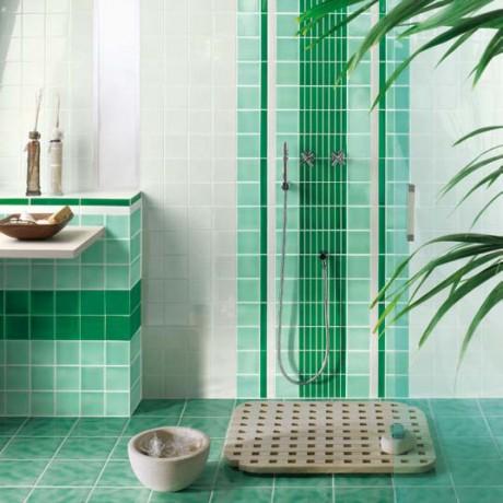 Дизайн за баня с няколко нюанса зелено и бяло