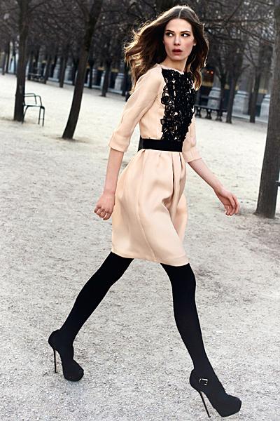 Рокля цвят шампанско с декоративна дантела отпред Dior Предесенна колекция 2012