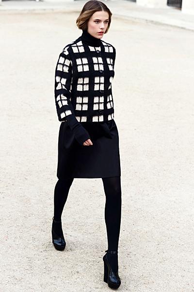 Права пола и сако на квадрати Dior Предесенна колекция 2012