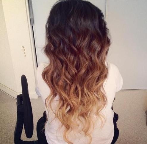 Омбре прическа за дълга коса на вълни