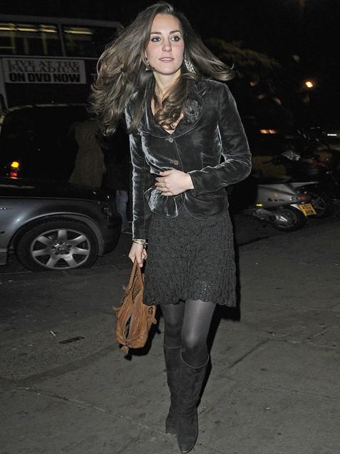 Кейт в сако от кадифе