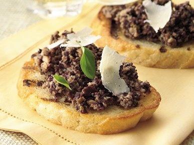 Брускети с паста от маслини и гъби с малко пармезан