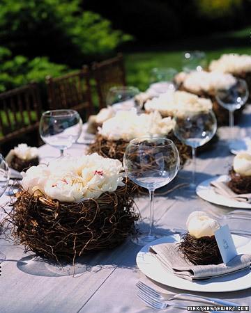 Декор за маса гнезда с цветя