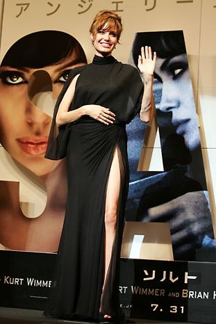 Анджелина Джоли във Versace