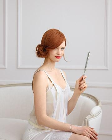 Прическа за дълга коса с нисък асиметрично разположен кок