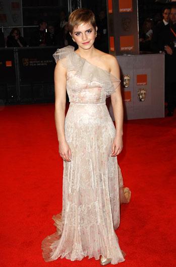 Ема Уотсън в класическа вечерна рокля Valentino Couture
