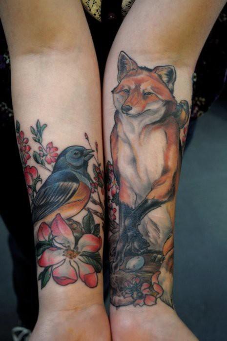 Татуировка птица и лисица на двете ръце