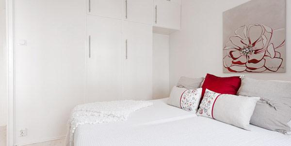 Малък апартамент - светла малка спалня