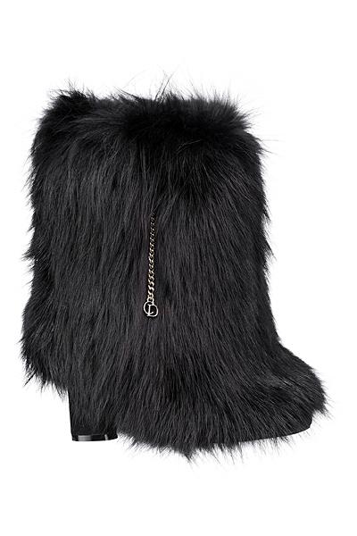 Боти над глезена с косъм Dior есен-зима 2012