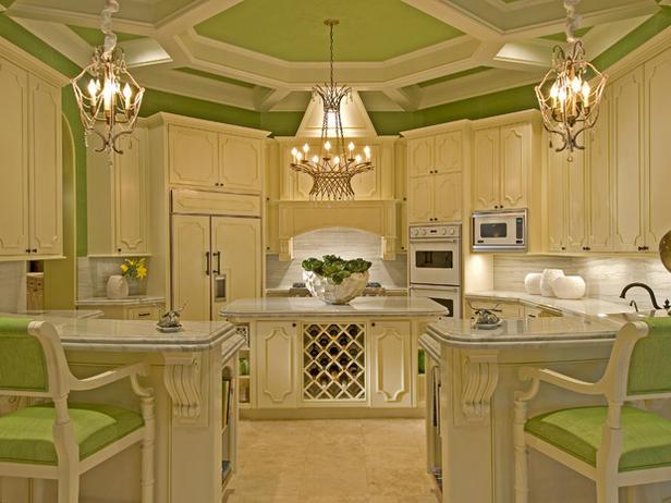 Модерна кухня неокласически стил в бяло