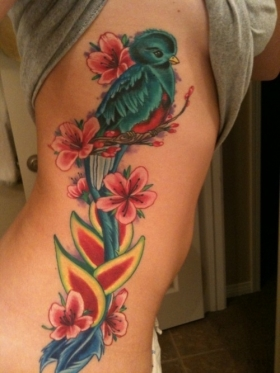 Татуировка на ребрата с птиче