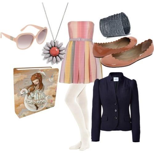 Нежно розов тоалет с малка ефирна рокля и пантофки за една фина жена