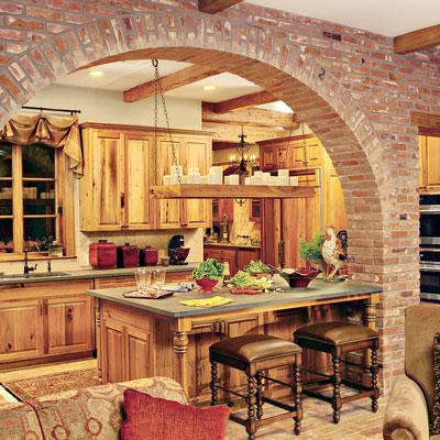 Кухня в стил стара провинциална вила с нисък широк бар плот