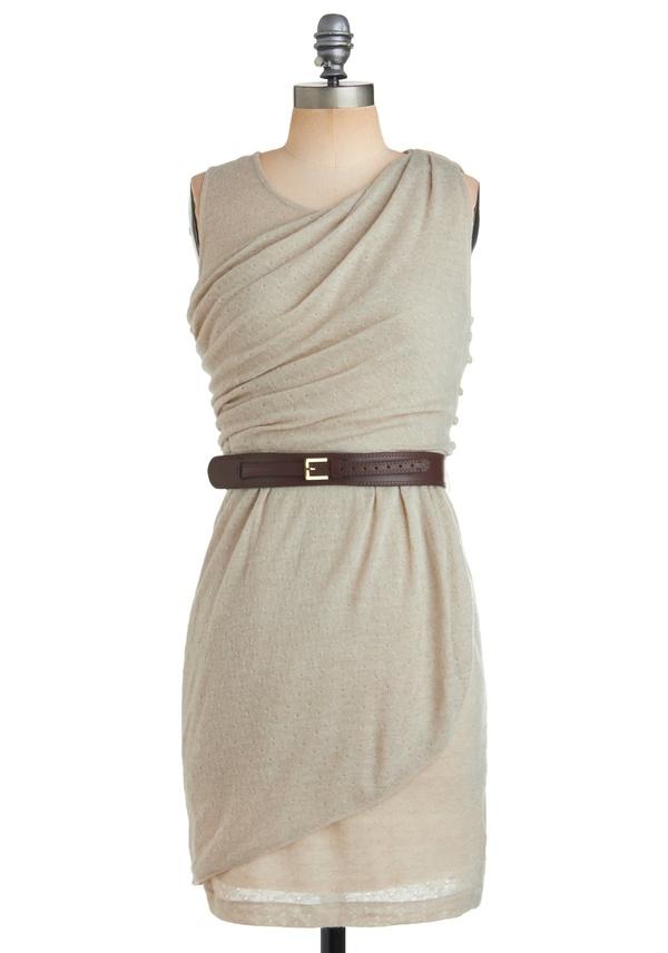 Стилна семпла сива рокля с колан на кръста