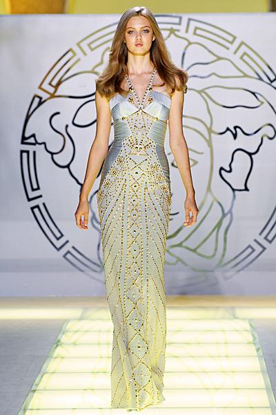 Дълга сребриста рокля с декорация камъни Versace Пролет и лято 2012