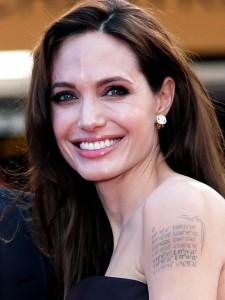 Анджелина Джоли татуировка