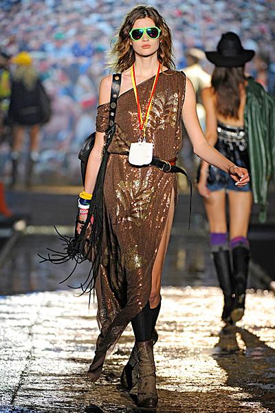 Дълга рокля с голо рамо в кафяво със златисти шарки Dsquared2 Пролет-лято 2012