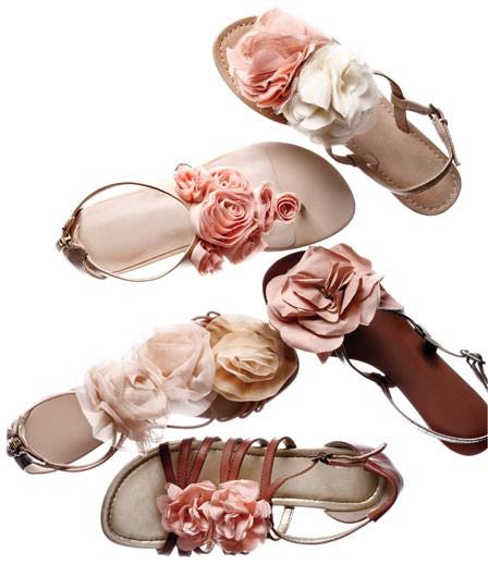 a583359f21d Равни сандали с цветя - За Жената