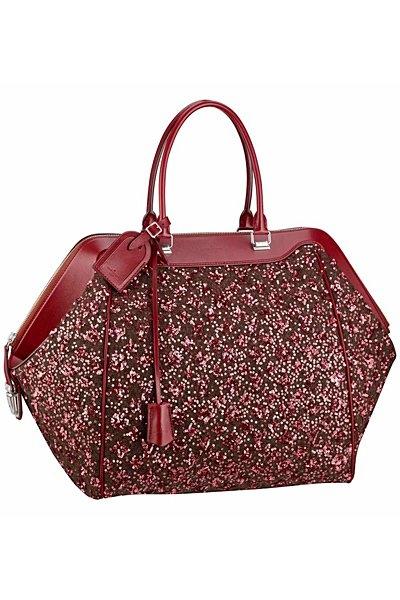 червена чанта на Louis Vuitton 2012