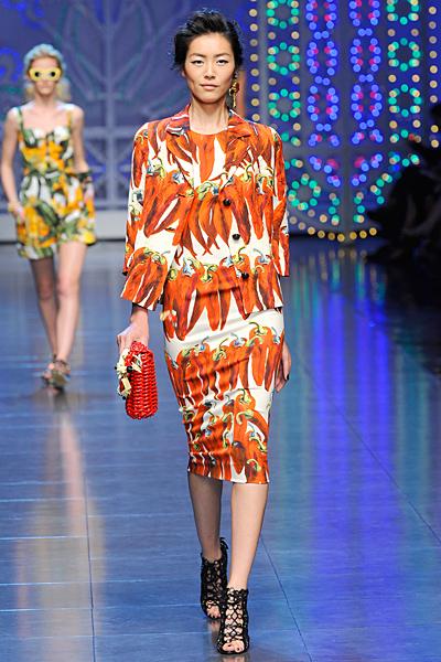 Рокля и сако на червени чушки Dolce and Gabbana Пролет-Лято 2012