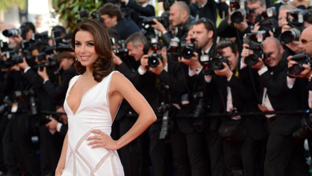 Ева Лонгория в бяла рокля дълбоко изрязана ден 2 Кан 2012