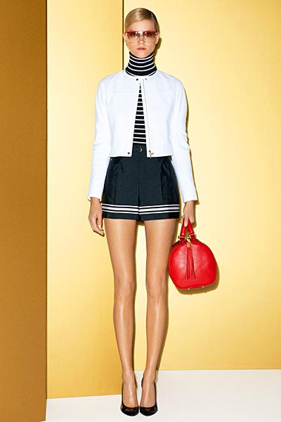 Къси панталони с висока талия и бяло сако Gucci 2012