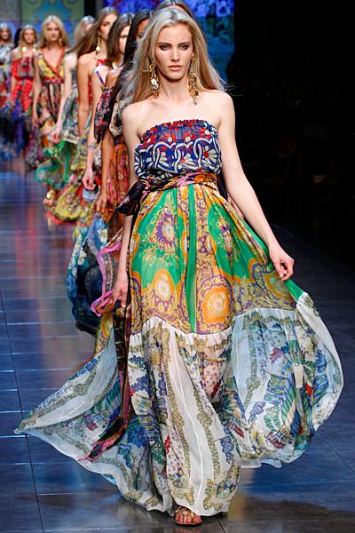 Дълга рокля без презрамки няколко шарки D and G пролет-лято 2012