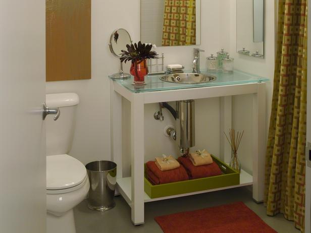 Семпъл дизайн със стъкло за малка баня