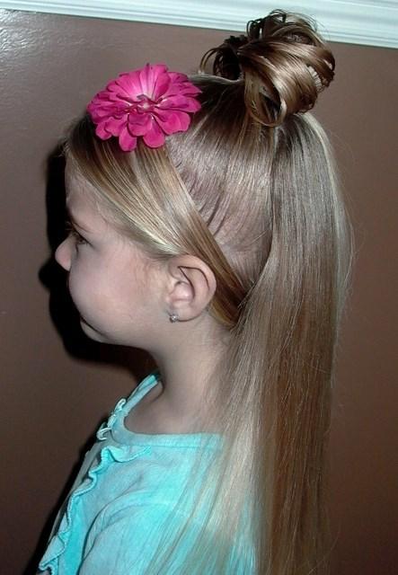 Официална детска прическа за дълга коса
