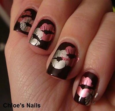 Декорация за нокти целувки на черна основа