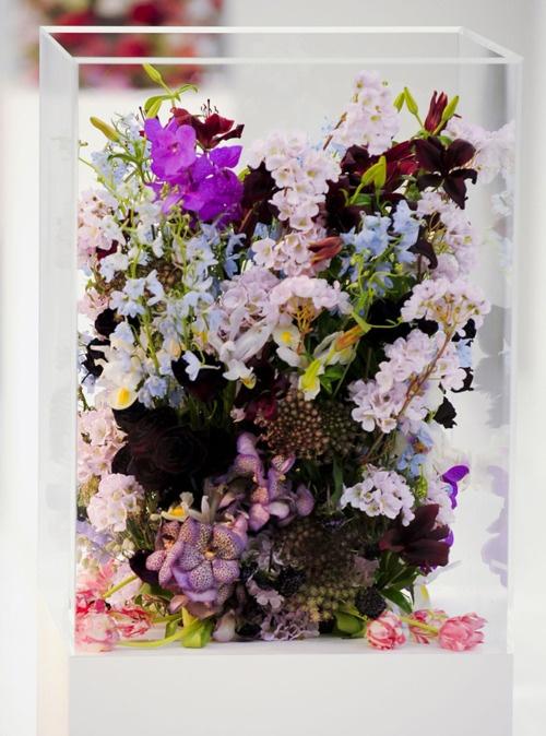 Декорация за маса с цветя