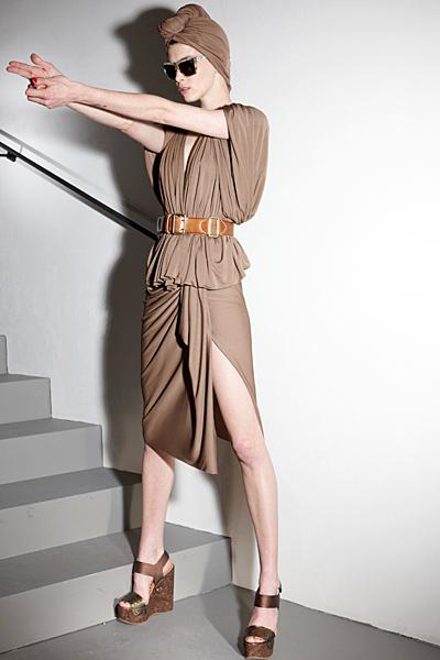Бежова рокля с колан на кръста Ваканционна колекция Lanvin 2012