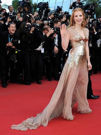 Джесика Честейн в дълга бронзова рокля ден 4 Кан 2012