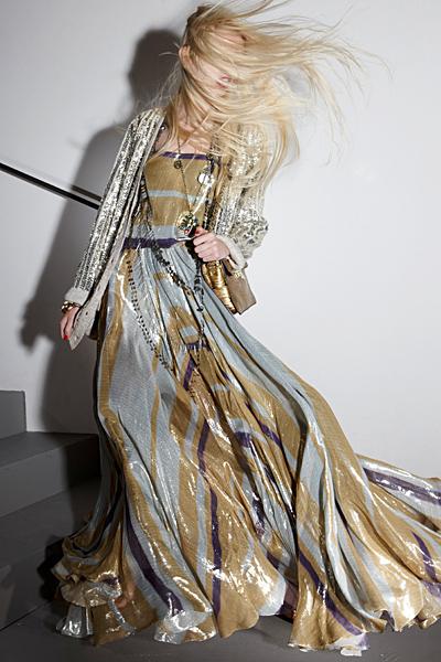 Дълга лъскава рокля в сиво и бежово с блестящо сако Ваканционна колекция Lanvin 2012